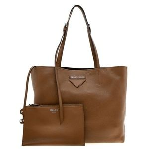 NEW🧡PRADA tote in pebbled cognac color with pouch